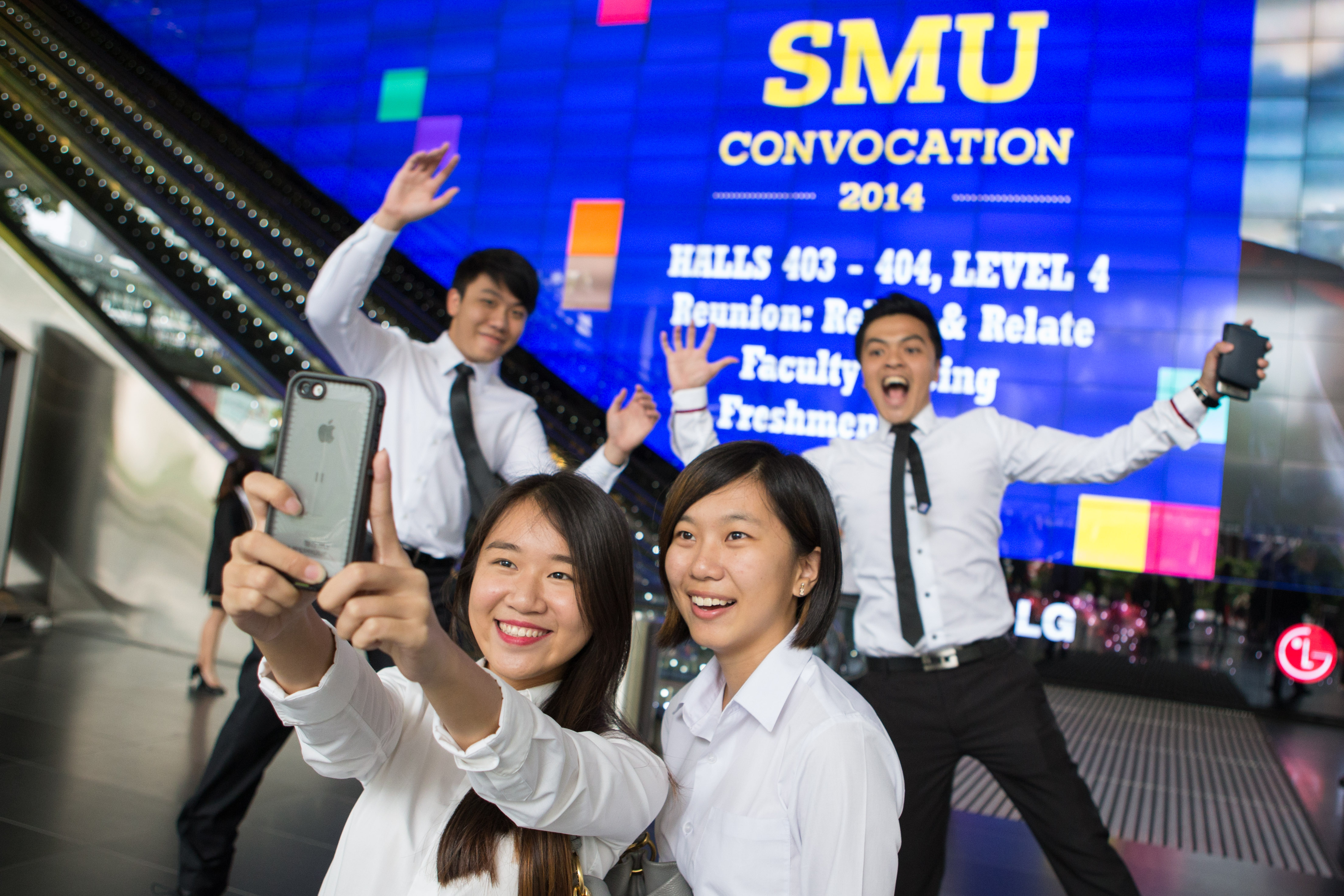 SMU Convocation 2014: Students taking a selfie at Suntec Convention Centre