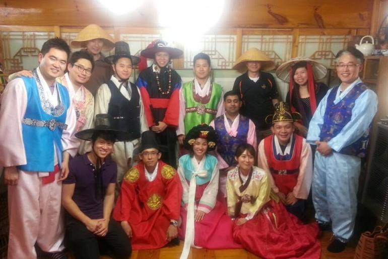 在SNU交换期间体验传统韩国服装
