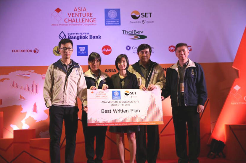 Apart from coming in as 1st runners-up, Team FlyCargo also snagged the division's Best Written Plan award,