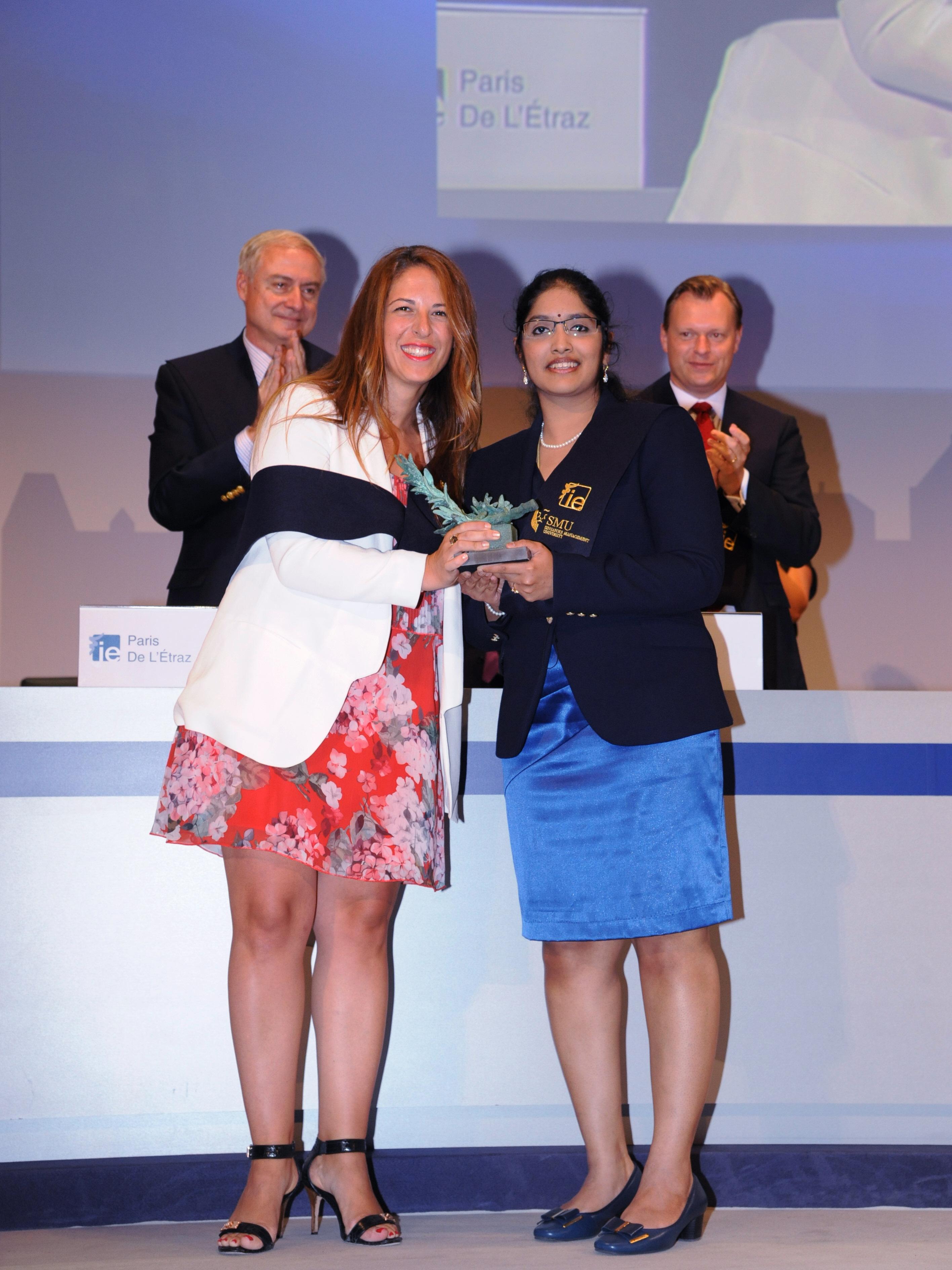Aarthi receiving her top student award