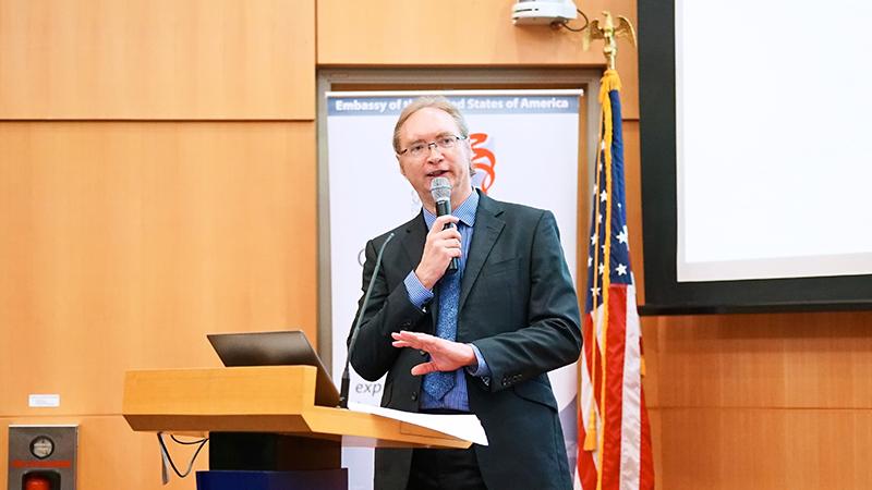 SMU Associate Professor Paul Griffin