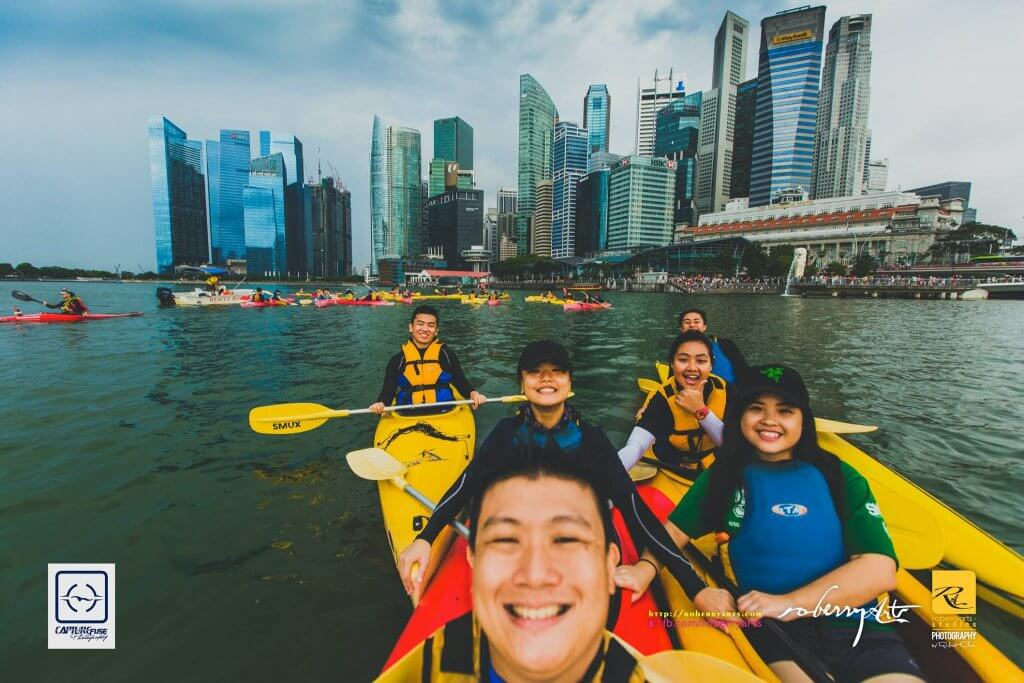 Ng Kok Yin (far right in a green SMU shirt) on a kayaking sessions with SMUX Kayaking team. Photo courtesy of ROBERRYARTS STUDIOS.