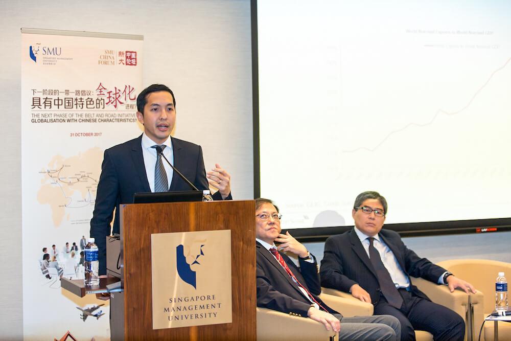 Dr Santitarn Sathirathai speaking at the SMU China Forum 2017.