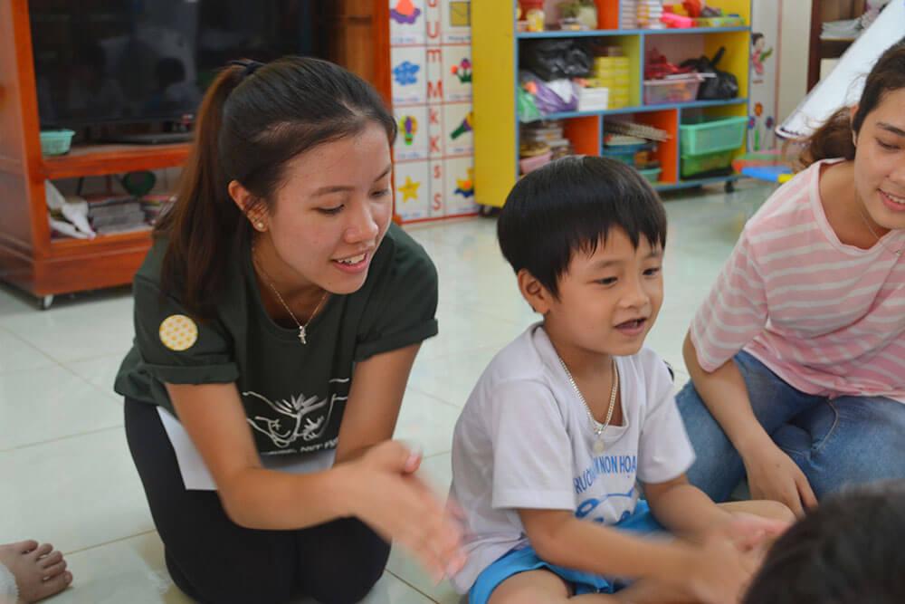 Demonstrating to the children proper handwashing practices