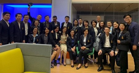 Jason Lin (extreme right) hosting government officials from Thailand who were in Shanghai to understand more about the Chinese tech ecosystem